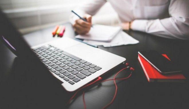 ΕΝΕΔ: Διασφάλιση των δικαιωμάτων των εργαζομένων στο Διαδίκτυο και της βιωσιμότητας των επιχειρήσεων