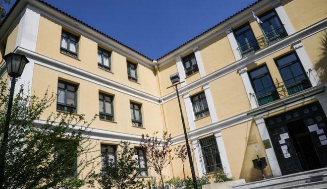 Τα δικαστήρια της πρώην Σχολής Ευελπίδων.