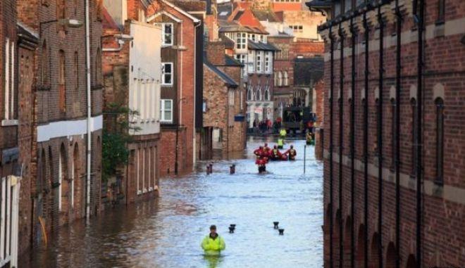 Βρετανία: Λεηλασίες μετά τις πλημμύρες