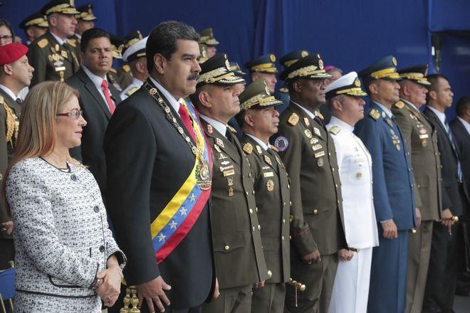 Ο πρόεδρος της Βενεζουέλας Νικολάς Μαδούρο και ανώτατοι πολιτικοί και στρατιωτικοί αξιωματούχοι