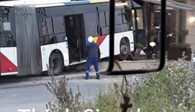 Αυτοκίνητο συγκρούστηκε με λεωφορείο του ΟΑΣΘ
