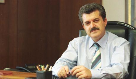 O Αριστείδης Μπελλές, πρώην πρόεδρος που ομίλου Νηρέα, στο γραφείο του στα τέλη της δεκαετίας του '90