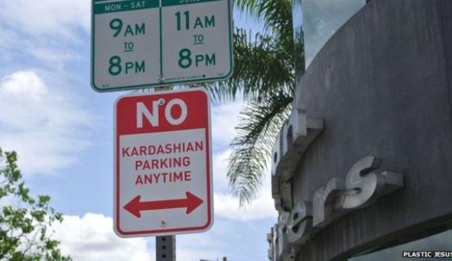 Αντι-Καρντάσιαν πινακίδες γέμισε το Λος Αντζελες