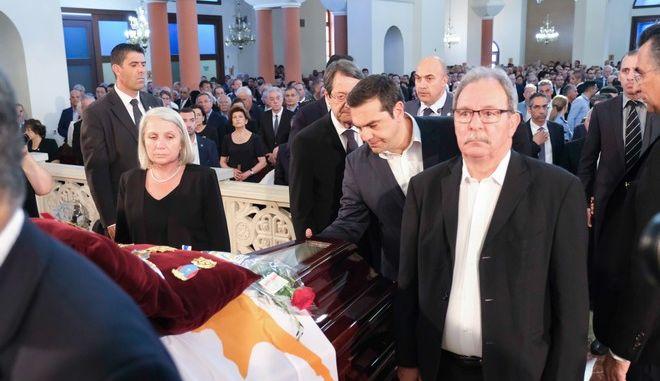 Ο πρωθυπουργός στην κηδεία του Δημήτρη Χριστόφια