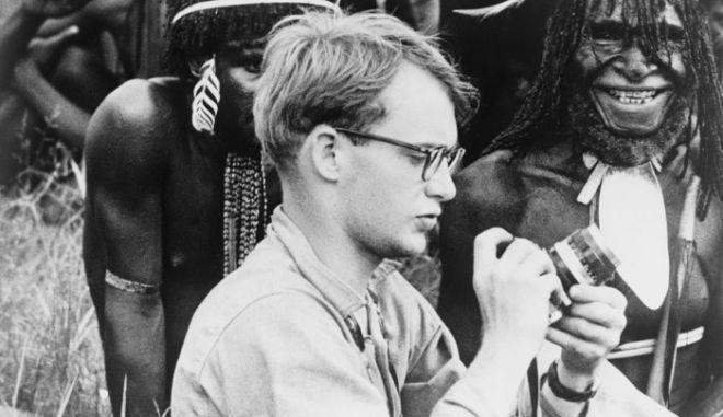 Μηχανή του Χρόνου: Μάικλ Ροκφέλερ. Ο γόνος της ζάπλουτης οικογένειας που τον έφαγαν ιθαγενείς κανίβαλοι για εκδίκηση