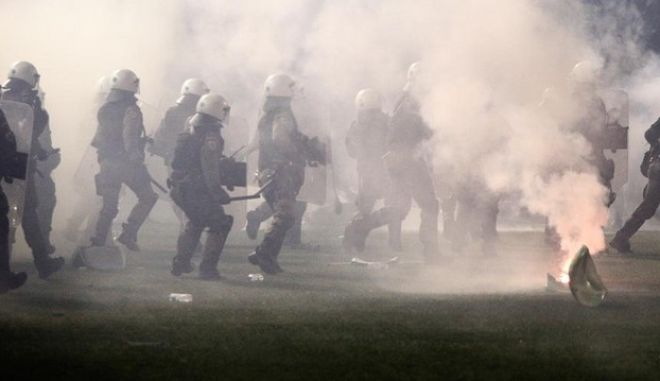 Riots between fans and police before the football match of Panathinaikos - Olympiacos at Apostolos Nikolaidis Stadium, which led to the postponement of the match in Athens, Greece on November 21, 2015. /         -            . , 21  2015.