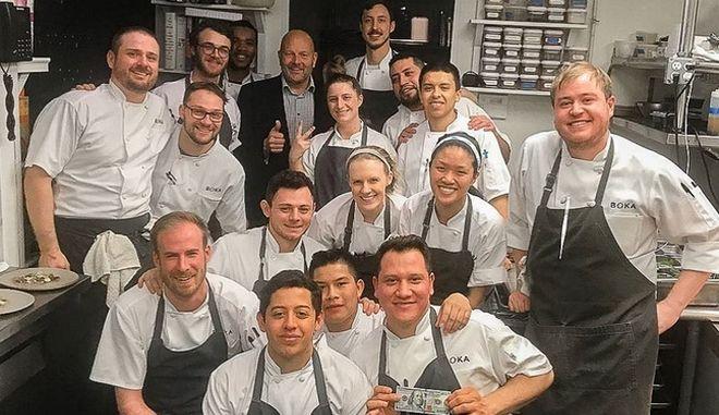 Συμβαίνει ακόμη: Πελάτης εστιατορίου άφησε φιλοδώρημα 2.000 δολαρίων