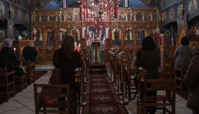 Διαρκής Ιερά Σύνοδος: Ζητά να λειτουργήσουν οι ναοί τα Χριστούγεννα
