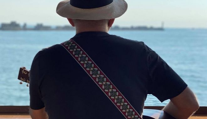 Ο Νίκος Πορτοκάλογλου στην παραλία Θεσσαλονίκης