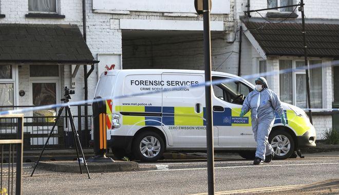 Δύο παιδιά τραυματίστηκαν από σφαίρες μέρα μεσημέρι στο Λονδίνο