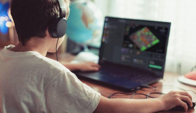 """Η Κίνα """"κόβει"""" ώρες από το online gaming των ανηλίκων"""
