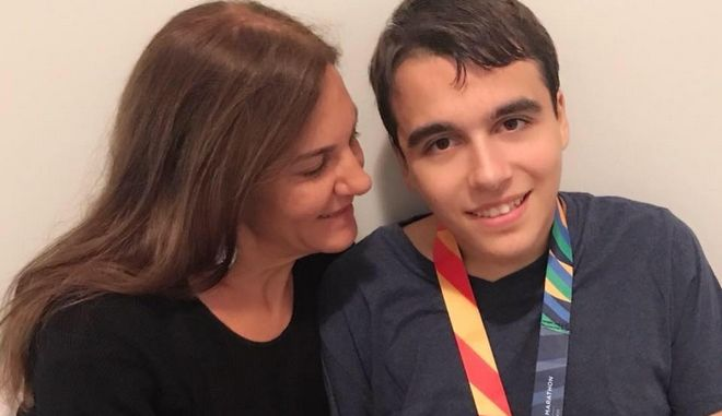 """Κορονοϊός: Ο Γιάννης με αυτισμό που """"έσπασε"""" τον αποκλεισμό κολύμβησης, και το """"ευχαριστώ"""" στον πρωθυπουργό"""