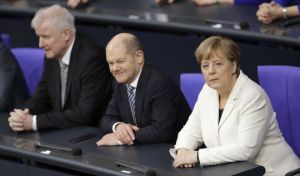 Η ΕΕ θέλει να αποφύγει τους δασμούς που επιβάλλει ο Τραμπ - Ανήσυχος ο Όλαφ Σολτς