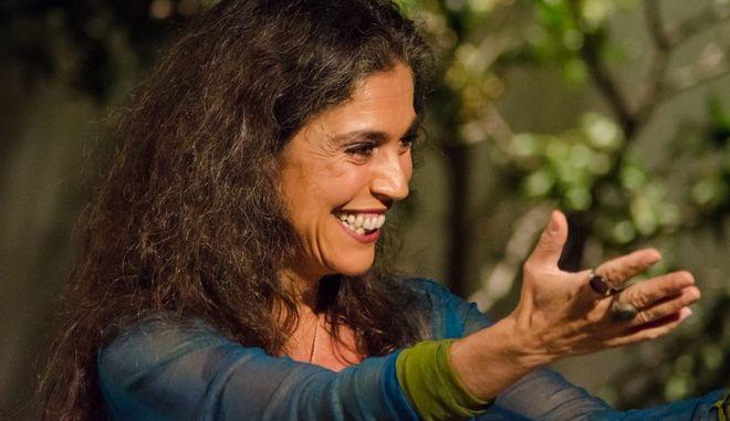 """Σαβίνα Γιαννάτου: Κάποιες φορές """"βολεύει"""" τους πολιτικούς να μιλούν οι καλλιτέχνες για θέματα της επικαιρότητας"""