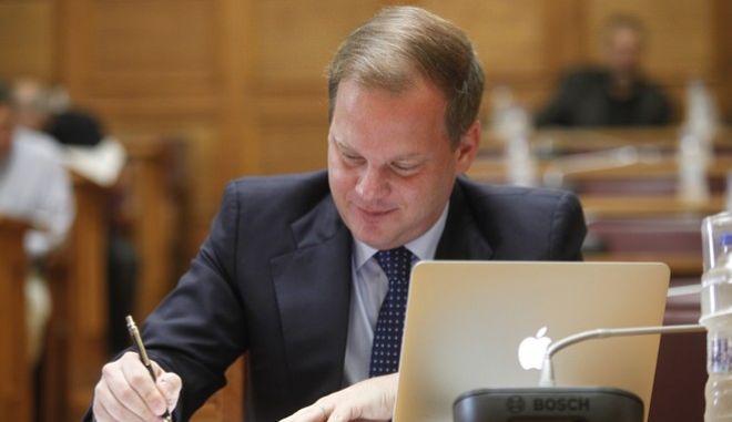 """Επεξεργασία και εξέταση στην Επιτροπή Παραγωγής και Εμπορίου της Βουλής του σχεδίου νόμου του Υπουργείου Υποδομών, Μεταφορών και Δικτύων """"Εναρμόνιση της νομοθεσίας με την Οδηγία 2012/34/ΕΕ του Ευρωπαϊκού Κοινοβουλίου και του Συμβουλίου της 21ης Νοεμβρίου 2012 για τη δημιουργία ενιαίου ευρωπαϊκού σιδηροδρομικού χώρου (ΕΕ L343/32 της 14.12.2012) και άλλες διατάξεις"""" την Πέμπτη 21 Ιουλίου 2016. (EUROKINISSI/ΓΙΩΡΓΟΣ ΚΟΝΤΑΡΙΝΗΣ)"""