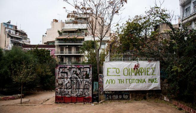 Εξάρχεια: κυψέλες αλληλεγγύης στη γη του πυρός