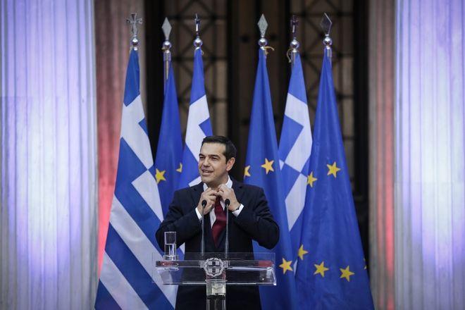 2018: Ο Αλέξης Τσίπρας στο Ζάππειο όπου φόρεσε γραβάτα - για λίγο- όπως είχε υποσχεθεί, μετά τις αποφάσεις για το ελληνικό χρέος.