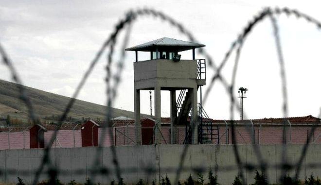 Βασίλης Δημάκης: 27η μέρα απεργίας πείνας - Τι ζητά ο κρατούμενος φοιτητής, τι απαντά το υπουργείο