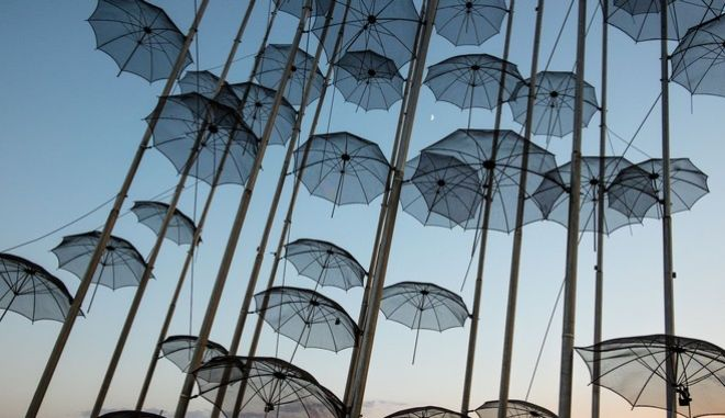 Georgios Zongolopoulos `Umbrellas` sculpture at the seafront promenade of Thessaloniki, Greece on July 10, 2016. / ``      , 10  2016.