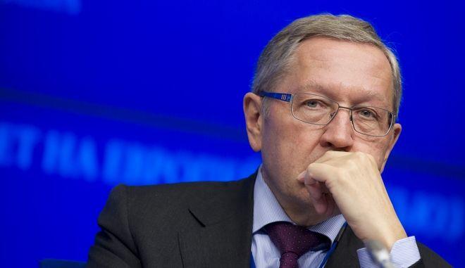 Ρέγκλινγκ: Πρέπει να δοθεί πίστωση χρόνου στην Ελλάδα