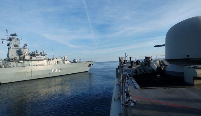 Από το Γενικό Επιτελείο Ναυτικού ανακοινώνεται ότι την Τετάρτη 19 Φεβρουαρίου 2020, διεξήχθη συνεκπαίδευση της Φρεγάτας ΚΑΝΑΡΗΣ, με τη γερμανική Φρεγάτα FGS MECKLENBURG - VORPOMMERN, στη θαλάσσια περιοχή του κεντρικού Αιγαίου. Η εν λόγω συνεκπαίδευση συνέβαλε στη διατήρηση και επαύξηση της επιχειρησιακής ετοιμότητας καθώς και στην προαγωγή του επιπέδου της συνεργασίας  των συμμετεχόντων σε συμμαχικό πλαίσιο.