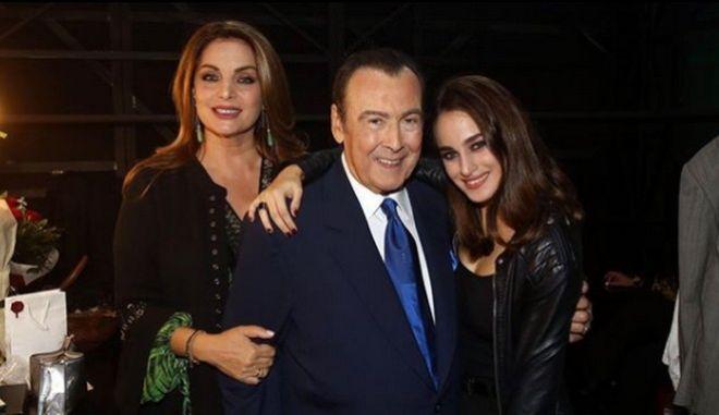 Η Άντζελα Γκερέκου και ο Τόλης Βοσκόπουλος με την κόρη τους, Μαρία.
