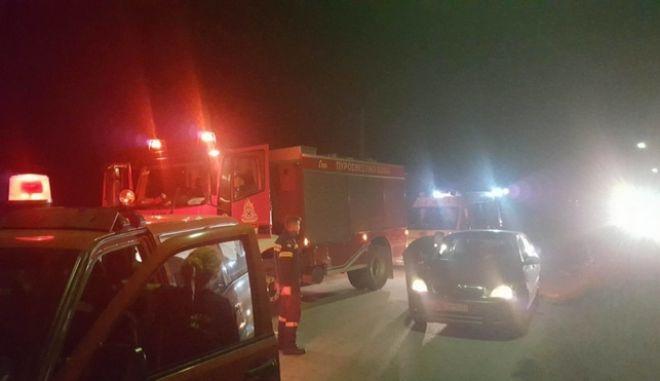 Οχήματα της Πυροσβεστικής και του ΕΚΑΒ