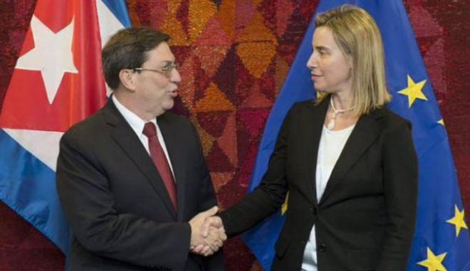 ΕΕ-Κούβα: Υπογραφή συμφωνίας για την εξομάλυνση των σχέσεων