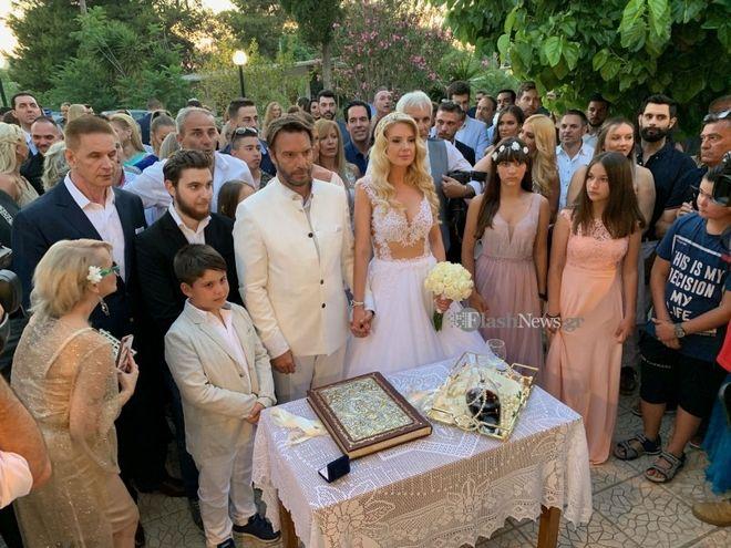 Στράτος Τζώρτζογλου - Σοφία Μαριόλα: Παραμυθένιος γάμος με άρωμα Κρήτης