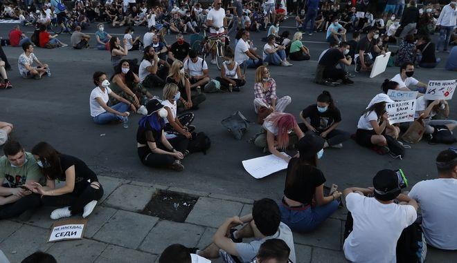 Καθιστική διαμαρτυρία στο Βελιγράδι
