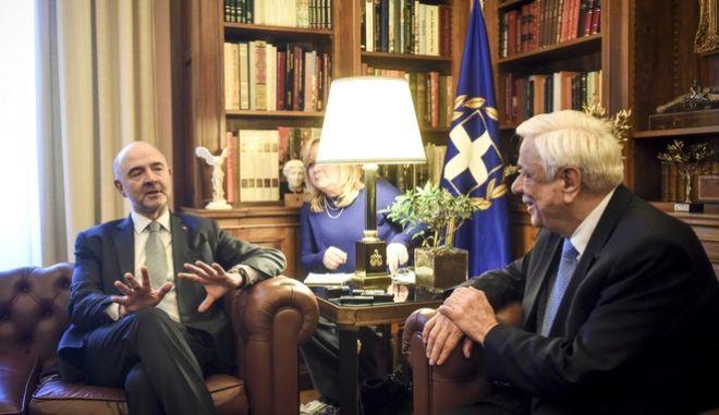 Συνάντηση του Προέδρου της Δημοκρατίας Προκόποη Παυλοπουλου με τον επίτροπο Οικονομικών και Δημοσιονομικών Υποθέσεων της Ε.Ε., Πιέρ Μοσκοβισί την Πέμπτη 8 Φεβρουαρίου 2018. (EUROKINISSI/ΤΑΤΙΑΝΑ ΜΠΟΛΑΡΗ)
