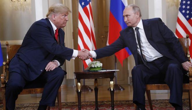 """Ο Πούτιν """"επικράτησε"""" στη συνάντηση με τον Τραμπ σύμφωνα με τη Le Monde"""