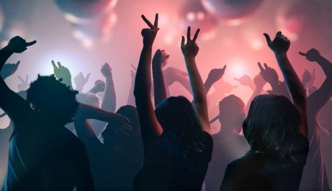 Θεσσαλονίκη: Πρόστιμο 50.000 ευρώ σε 46χρονη για κορονοπάρτι με 100 άτομα