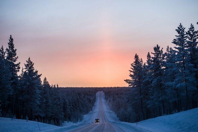 A 3500km winter roadtrip to the Arctic Circle. Frozen Road near the city of Akäslompolo, Finland, on January, 4, 2017 /   3500.   .     Akäslompolo, . 4 , 2017