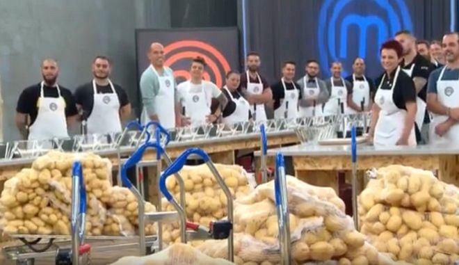 Master Chef ή φαντάρος; Οι κριτές ζήτησαν από τους παίκτες να καθαρίσουν πατάτες