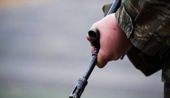 """Συνελήφθη στρατιώτης της ΕΛΔΥΚ για χρηματοδότηση του """"Επαναστατικού Ταμείου"""""""