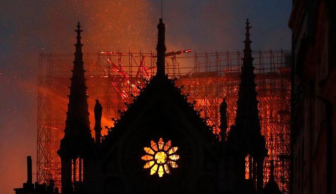 Τεράστια η καταστροφή από την φωτιά στην Παναγία των Παρισίων