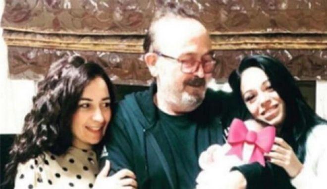 Ο Σταμάτης Γονίδης με την κόρη του