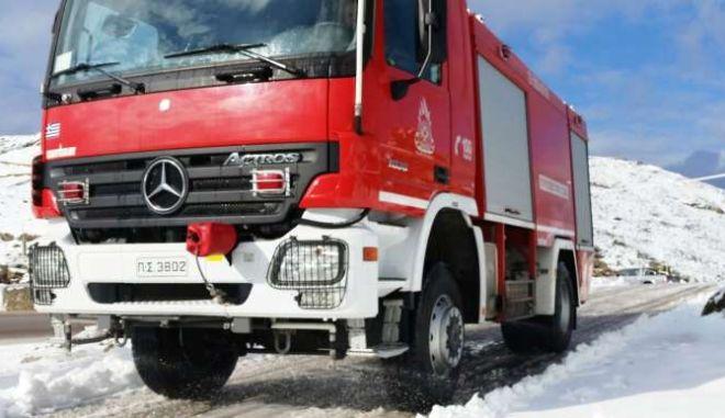 Αχαΐα: Εξαμελής οικογένεια εγκλωβίστηκε από το χιόνι