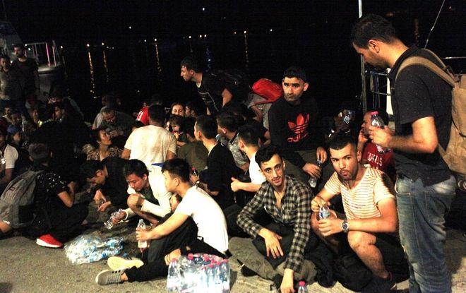 Στο κλειστό γυμναστήριο του Αστακού φιλοξενούνται οι 56 μετανάστες που εντοπίστηκαν στο ιστιοφόρο