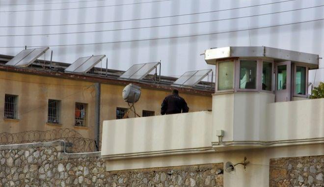 'ποψη των φυλακών Κορυδαλλού στην Αθήνα, Κυριακή 16 Νοεμβρίου 2008. Συνεχίζεται για δεύτερη εβδομάδα στις φυλακές όλης της χώρας η απεργία πείνας των κρατουμένων οι οποίοι ζητούν καλύτερους συνθήκες διαβίωσης.