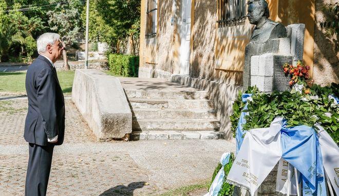 Στιγμιότυπα από την κατάθεση στεφάνου για την 43η επέτειο αποκαταάσταση της Δημοκρατίας από τον Πρόεδρο της Δημοκρατίας  στην προτομή του Σπ. Μουστακλή στο πάρκο Ελευθερίας.(EUROKINISSI / ΣΤΕΛΙΟΣ ΜΙΣΙΝΑΣ)