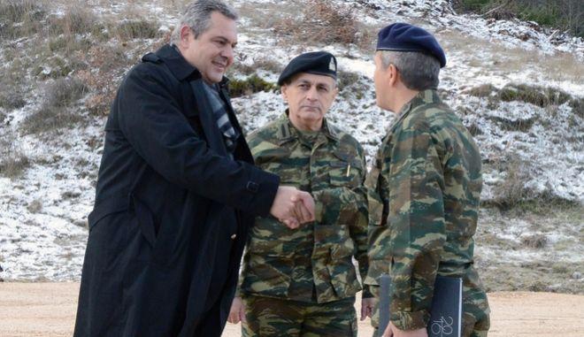 Ο Υπουργός Εθνικής Άμυνας Πάνος Καμμένος, συνοδευόμενος από τον Αρχηγό ΓΕΣ Αντιστράτηγο Βασίλειο Τελλίδη, επισκέφθηκε τα Φυλάκια Διποταμιάς και Κρυσταλλοπηγής. Επίσης, o Υπουργός Εθνικής Άμυνας επισκέφθηκε την Ερείκουσα και τους Οθωνούς, Παρασκευή, 2 Δεκεμβρίου 2016. (EUROKINISSI/ΥΠΕΘΑ/ΔΝΣΗ ΕΝΗΜΕΡΩΣΗΣ)