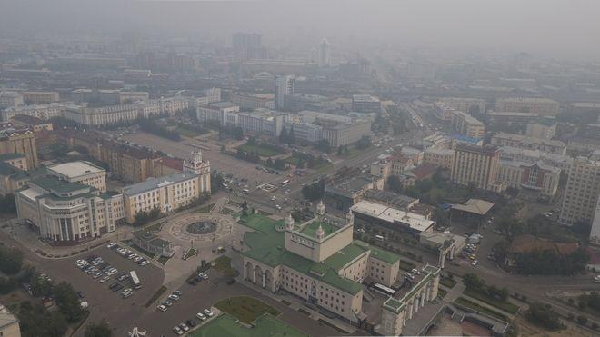Καπνός στο κέντρο της πόλης Ulan-Ude της επαρχίας Buryatia στα σύνορα με Μογγολία