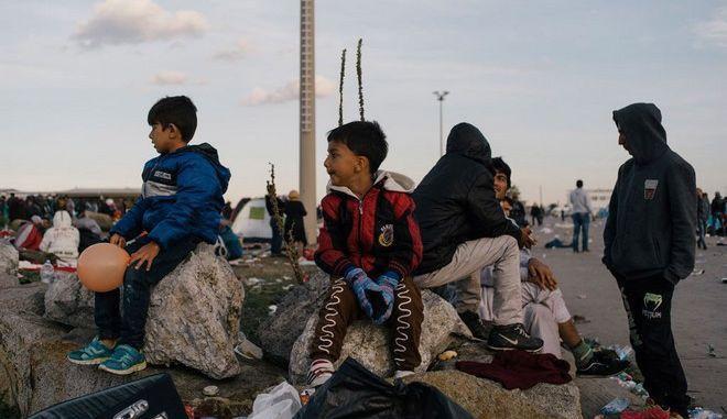 Die Welt: Πάνω από 17 δισ. ευρώ θα δώσει η Γερμανία για τους πρόσφυγες το 2016