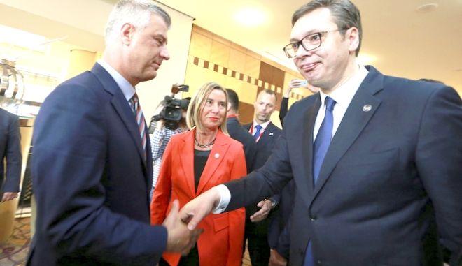 Ο Αλεξάνταρ Βούσιτς δεξιά