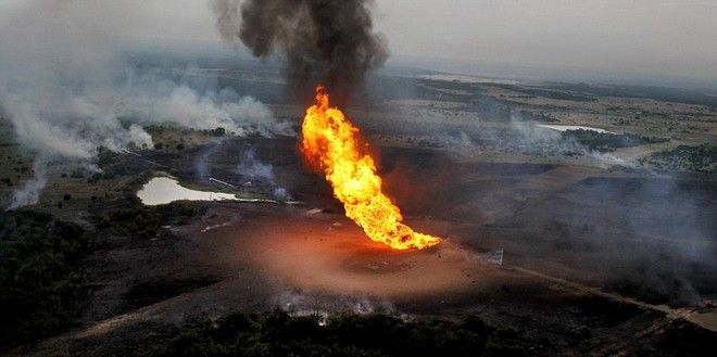 Flames shoot into the air after a natural gas line exploded in Cleburne, Texas, Monday, June 7, 2010.   (AP Photo/The Dallas Morning News, Courtney Perry)