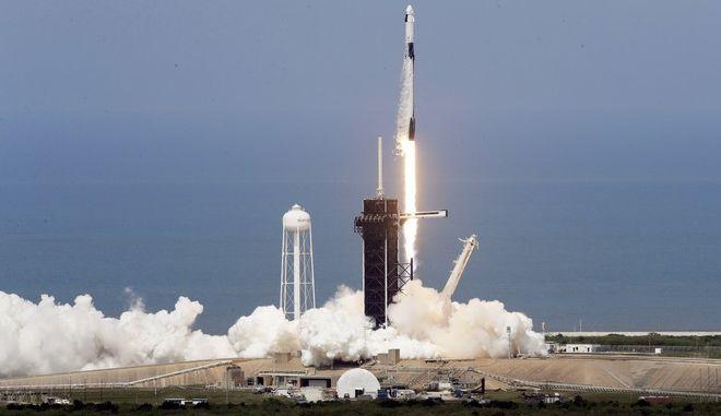 Η NASA προετοιμάζεται για τη ζωή στη Σελήνη