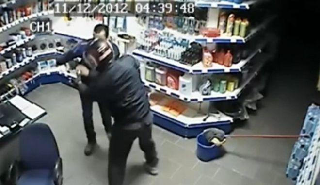 Βίντεο: Ένοπλη ληστεία σε βενζινάδικο