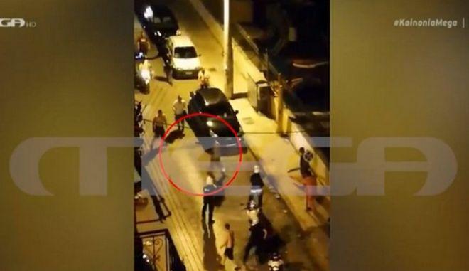 Επίθεση με τσεκούρι στην Καλλιθέα: Η στιγμή της σύλληψης του δράστη